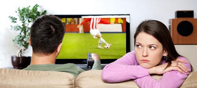 vrouwen voetbal kijken