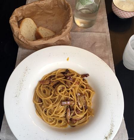 carbonara eten in Italie